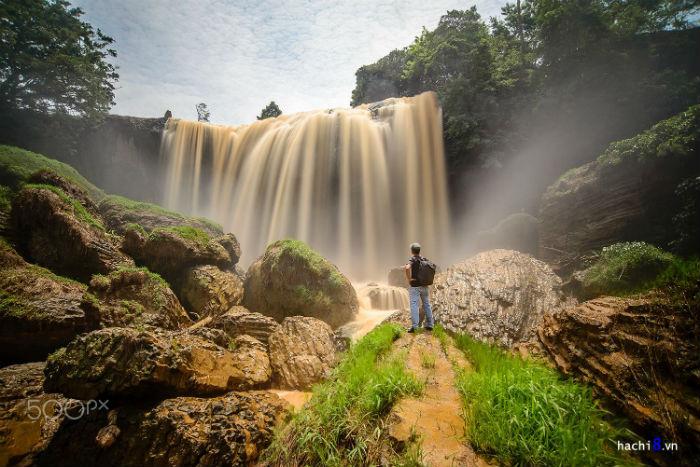 Nhưng có lẽ khi đứng dưới chân thác người ta mới chiêm ngưỡng trọn vẹn vẻ đẹp của thác Voi - Ảnh: Hòa (Hachi8) Ngô Huy