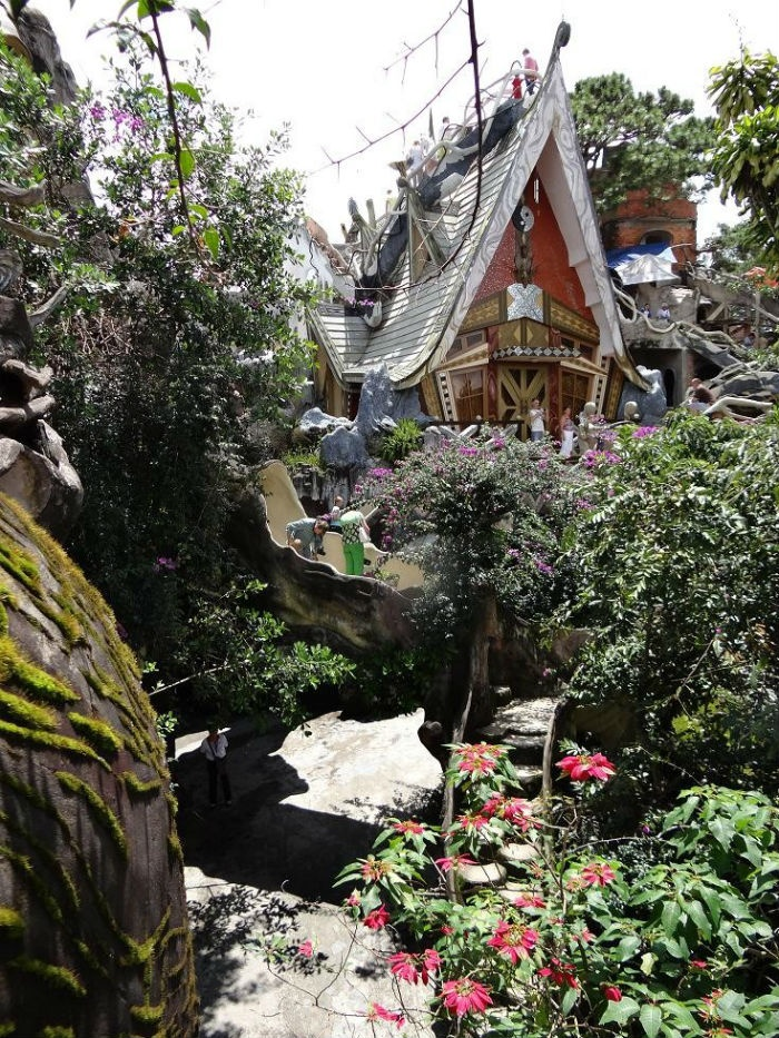 Nhà điên đã trở thành điểm đến thu hút rất nhiều du khách ở Đà Lạt