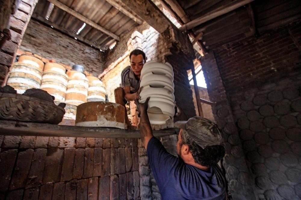 Điểm đặc biệt của gốm Kim Lan là các sản phẩm không quá cầu kỳ về chi tiết mà tạo được sự tiện dụng, thoải mái cho người dùng.