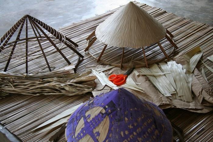 Chằm nón - một công việc cần có sự khéo léo và tỉ mỉ