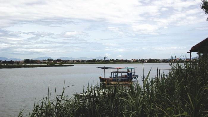 Dòng sông Thu Bồn mềm mại, hiền hòa