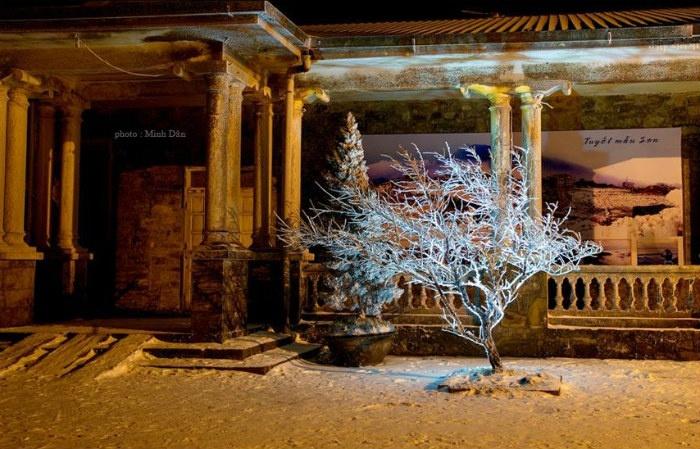 Ngôi nhà trong đêm những ngày tuyết rơi Mẫu Sơn