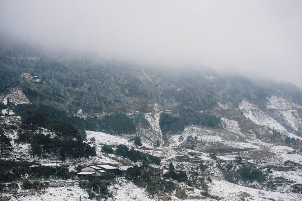 Núi non trùng điệp vùng Mẫu Sơn