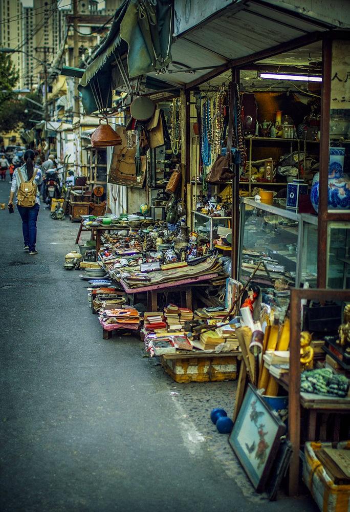 Một góc bình yên của khu chợ đồ cổ Dong Tai