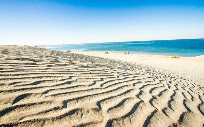 Du lịch độc lạ ở sa mạc Qatari gặp biển