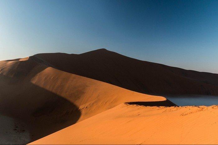 Cồn cát Big Daddy thuộc sa mạc Namib nổi tiếng cao và rộng lớn