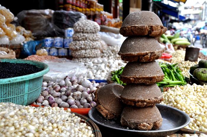 Đường bát có vị ngọt và hương thơm đặc trưng cũng được các tiệm bày bán.