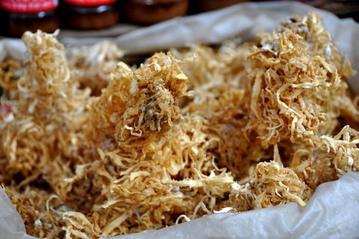 Rong biển thu hoạch từ các vùng biển ở tỉnh Quảng Ngãi. Đây là loại thực phẩm được nhiều người miền Trung xa quê ưa thích.