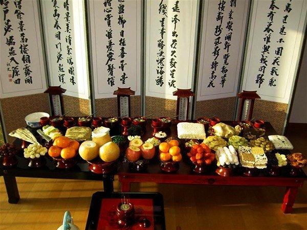 Mâm cơm cúng tổ tiên của người Hàn