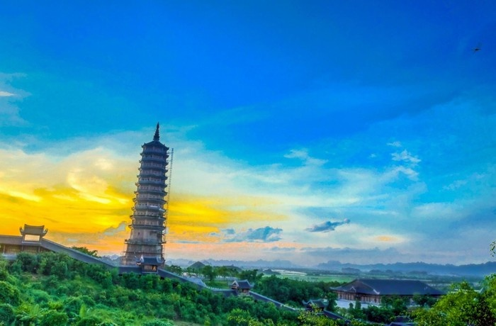 Ngọn tháp cao nhất trong quần thể chùa Bái Đính