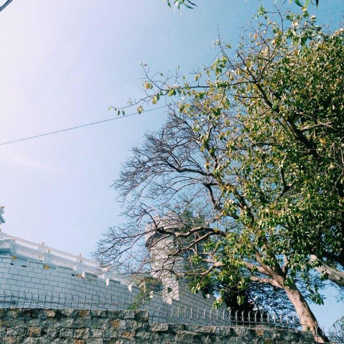 Bầu trời mùa đông xanh thẳm trên bảo tàng vũ khí Vũng Tàu
