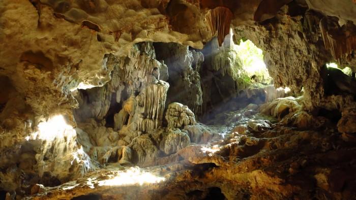Thế giới hang động huyền ảo - Ảnh: arka76