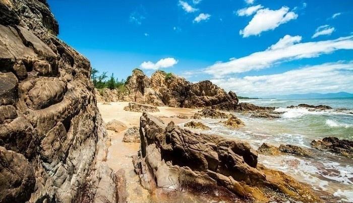 Bãi đá nhảy - chuyện tình biển xanh, đá và nắng