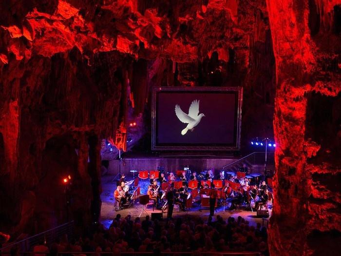 St. Michael là một hệ thống hang động đá vôi nằm trong khu bảo tồn thiên nhiên Upper Rock ở Gibraltar.