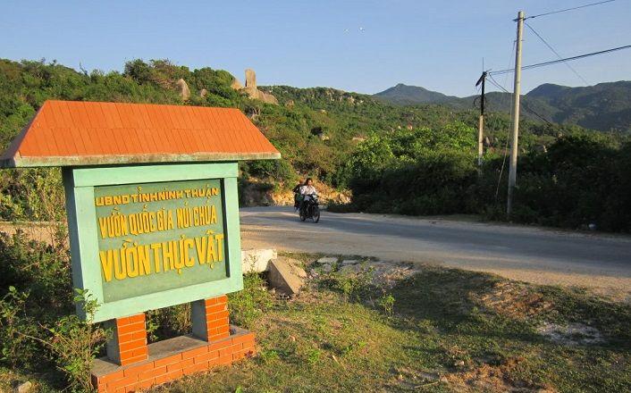Đường vào Vườn quốc gia Núi Chúa