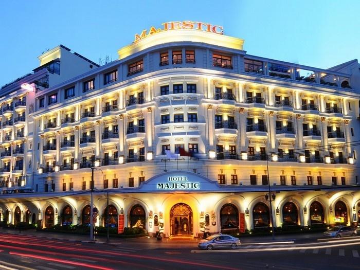 Khách sạn công tác ở trung tâm thành phố sang trọng và hiện đại rất nhiều