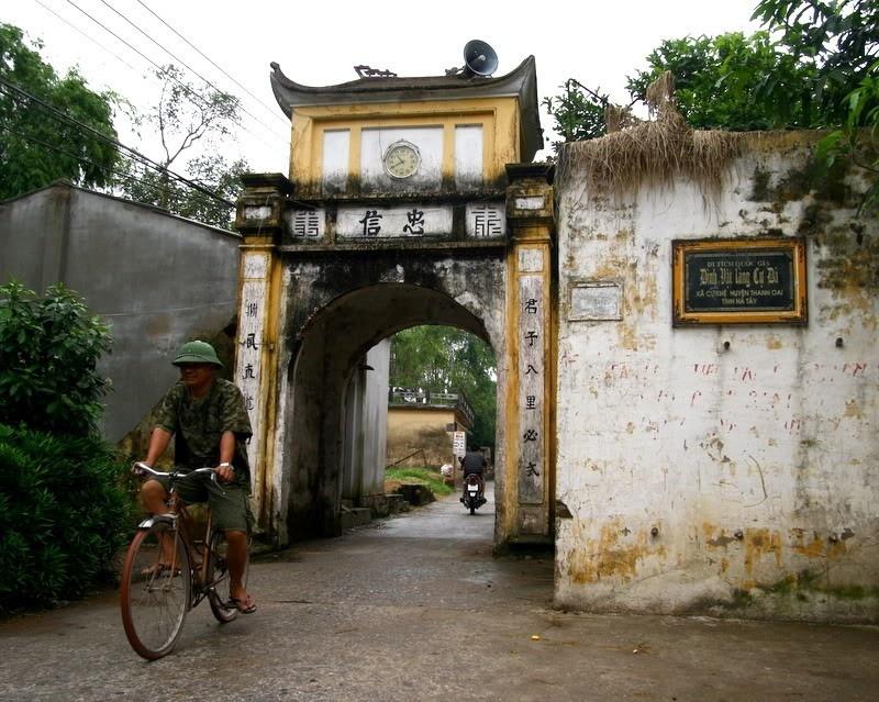 Cổng làng Cự Đà vẫn còn nguyên chiếc đồng hồ dấu ấn của thời sung túc