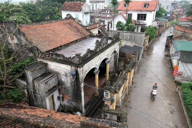 Nhiều ngôi nhà với kiến trúc cổ vẫn còn nguyên vẹn