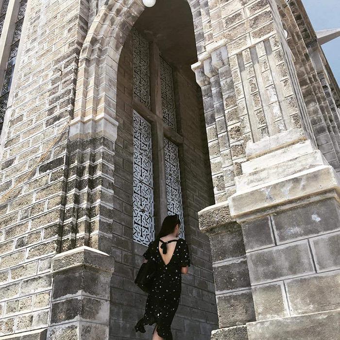 Nhà thờ đá Nha Trang có vẻ đẹp cổ kính nhưng không kém phần nguy nga tráng lệ.