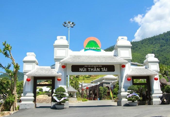 Một ngày ăn chơi giữa mùa hè cùng núi Thần Tài Đà Nẵng