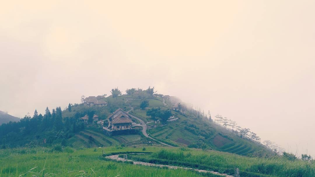 Có những buổi sớm mai được phủ kín bởi màn sương - Ảnh: Dimxu