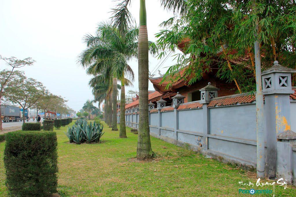 Khuôn viên đền liệt sỹ quận Hồng Bàng