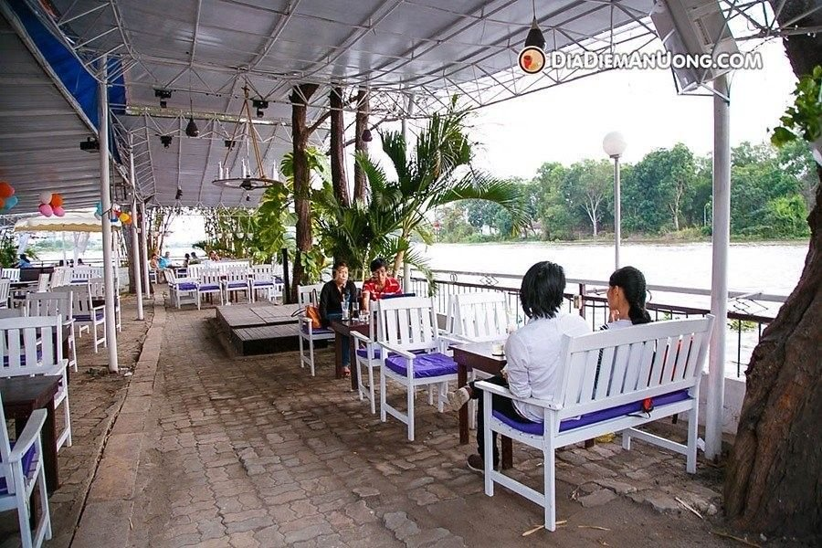 khung canh cafe relax garden