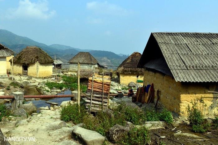 Nhà trình tường - kiến trúc độc đáo của đồng bào dân tộc Hà Nhì