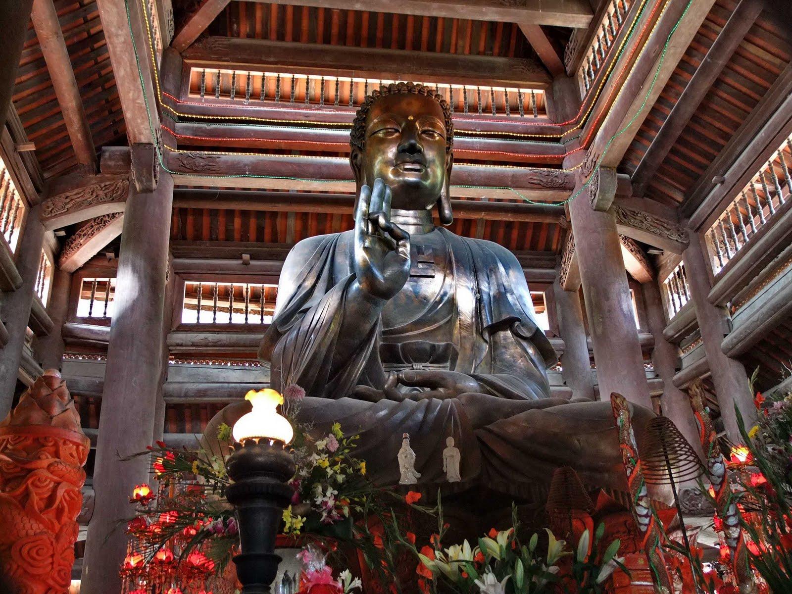 Tượng Đức Phật Thích Ca tại Chùa Non Nước Hà Nội