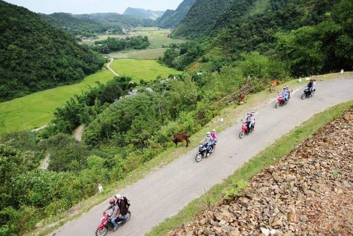 Vượt đèo tới Lũng Vân