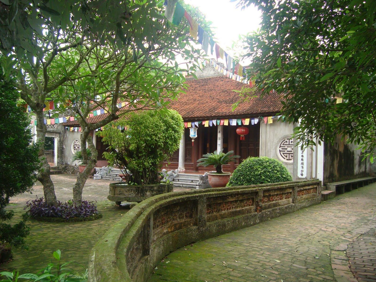 Bên trong chùa Quang Ân Hà Nội