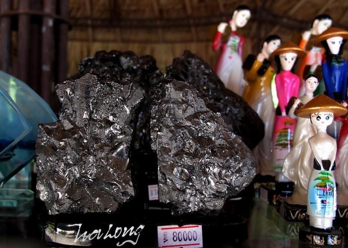 Những sản phẩm truyền thống, mang đậm nét riêng chỉ có ở Quảng Ninh như hòn gà chọi, hang luồn&.