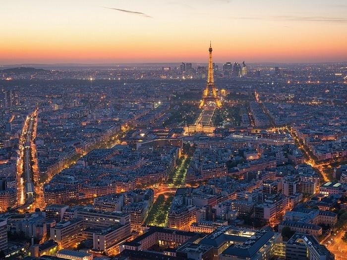 Paris lấp lánh ánh đèn như những vì sao nhỏ