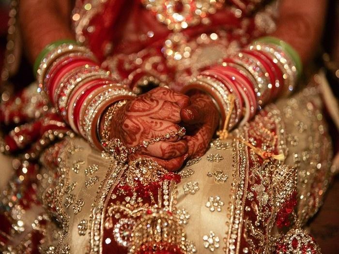 Trang phục truyền thống của cô dâu Ấn Độ trong ngày cưới