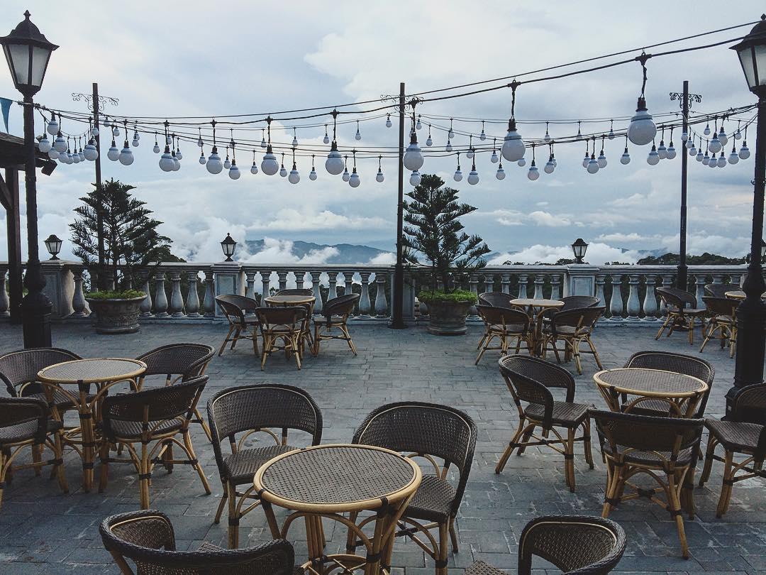 Quán cà phê ngoài trời nằm trên tầng mây đầy cuốn hút - Ảnh: @epilopius