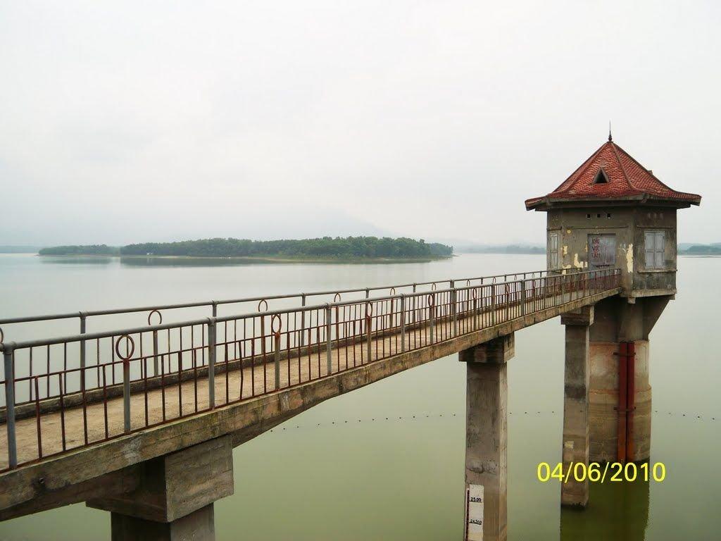 Phong cảnh hồ Suối Hai