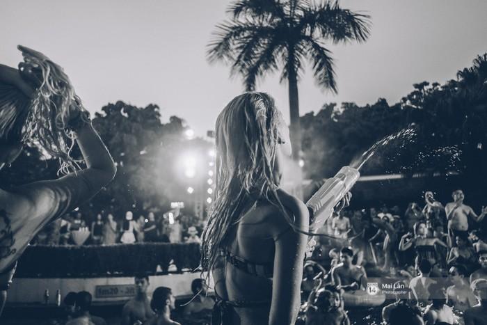 Sài Gòn nóng như thế này: Pool Party mới là thiên đường đích thực