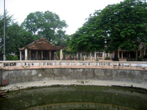 Sân - chùa Văn Quán