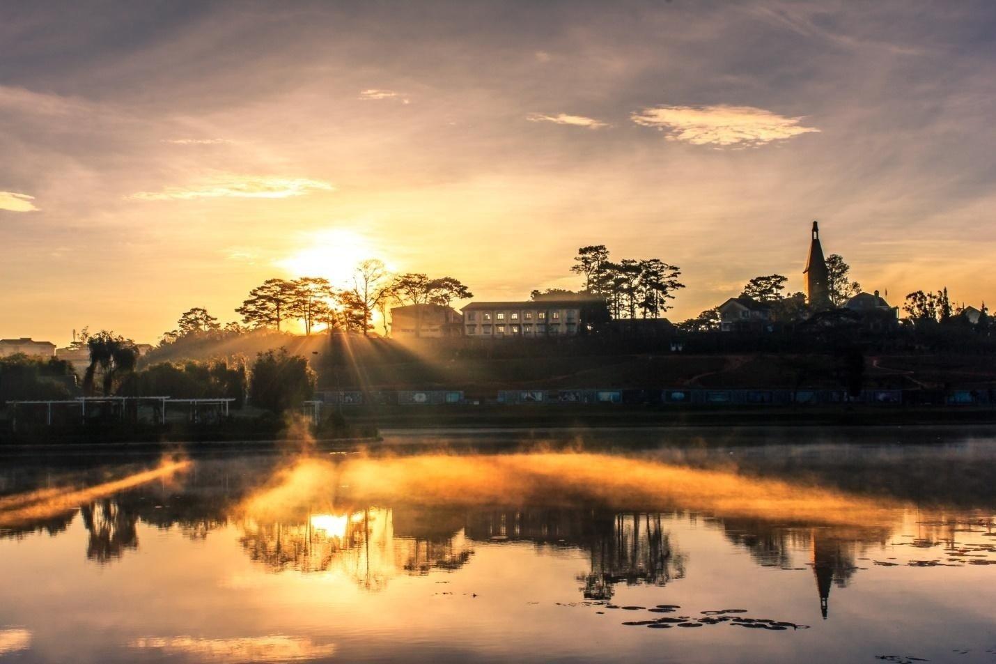 Hồ Xuân Hương tự tình, yên bình mặc cho cuộc sống hối hả