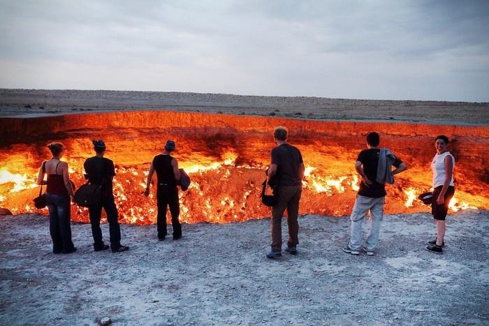 Ngọn lửa cháy âm ỉ suốt hàng chục năm trời biến Darvaza Crater thành cổng địa ngục ấn tượng nhất
