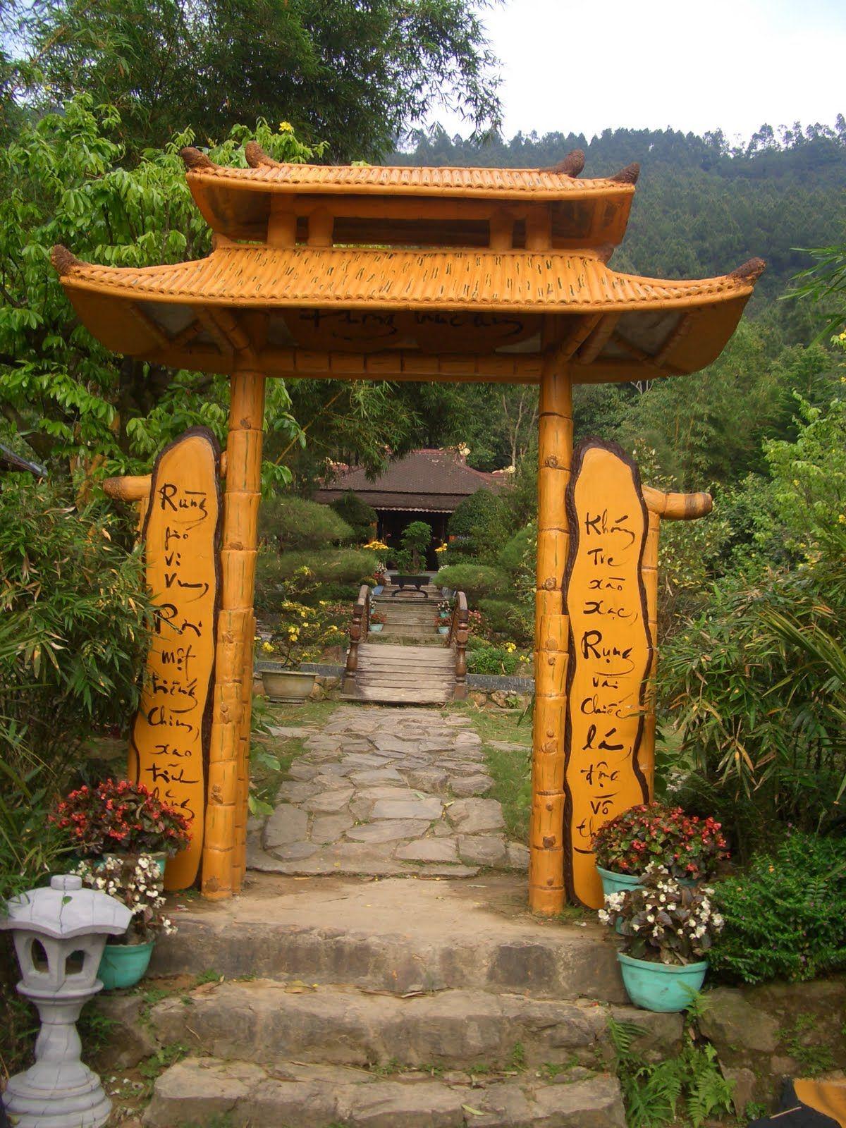 Cổng chùa Huyền Không