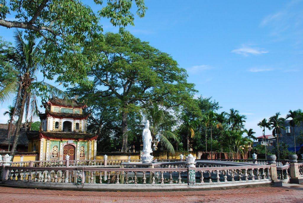 Tam quan kiêm gác chuông chùa Trung Hành Hải Phòng