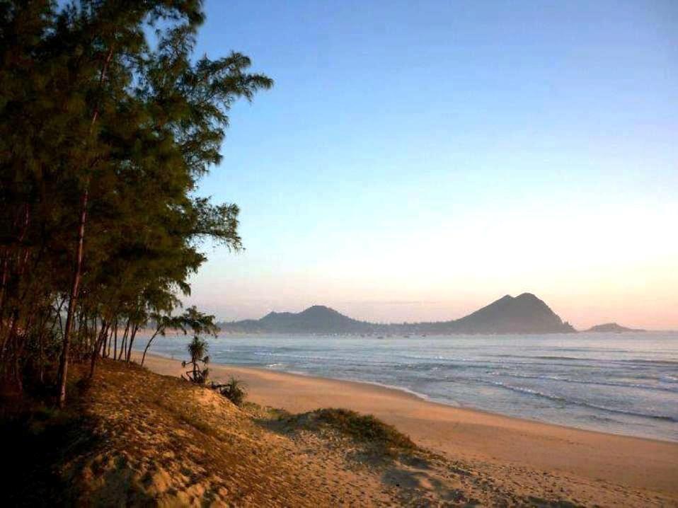 Bãi biển Tân Phụng
