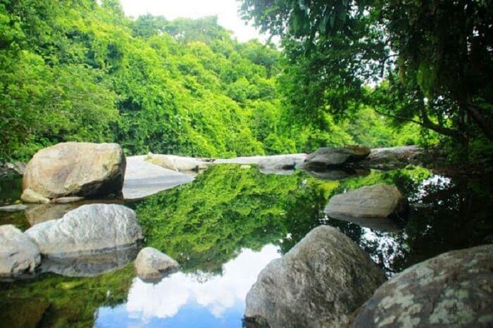 Nao lòng trước vẻ đẹp kỳ vĩ của thác hố Giang Thơm Quảng Nam