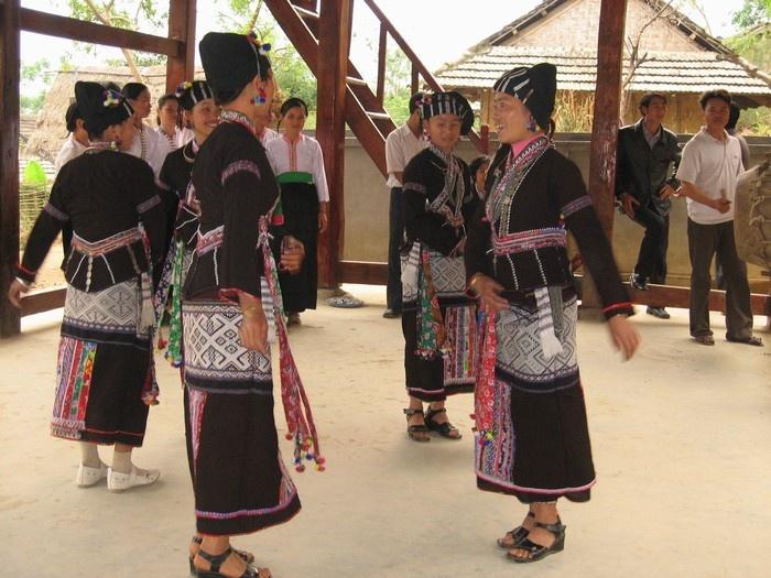 Trang phục của người phụ nữ Lự trong ngày lễ hội của dân tộc  ở Tây Bắc