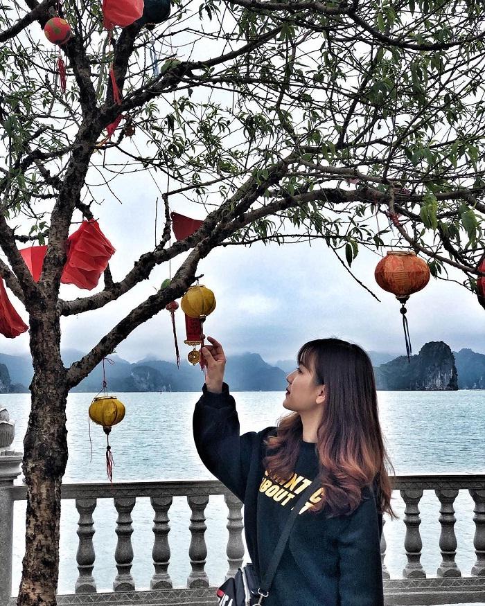 Du lịch Vân Đồn Quảng Ninh ngay để thanh xuân không còn gì hối tiếc