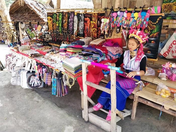 Thăm ngôi làng cổ dài ở Chiang Mai