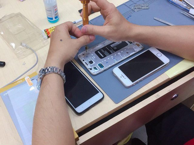 thay-pin-samsung-j2-pro-1