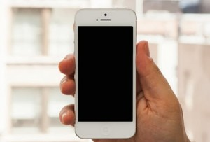 man-hinh-iphone-5-bi-den