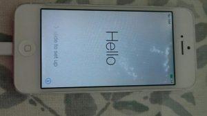man-hinh-iphone-5-bi-loang-1